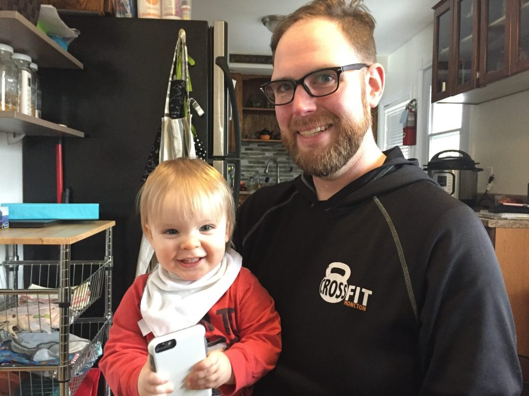 John Gunn se préoccupe du développement de la pensée de son jeune fils, Wyatt. - Acadie Nouvelle