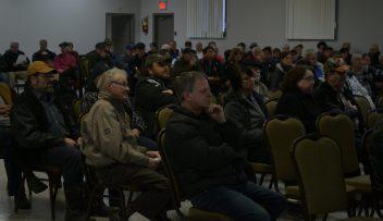 Plus de 200 citoyens de Kedgwick sont venus appuyer le conseil municipal dans sa démarche visant à doter la communauté rurale d'une ambulance permanente. - Acadie Nouvelle: Jean-François Boisvert