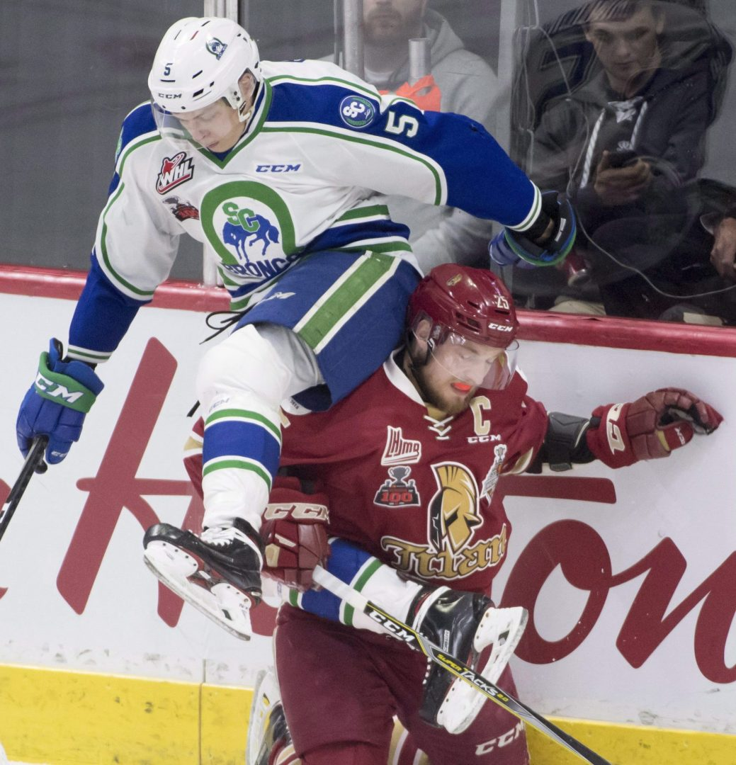 Swift Current Broncos' Artyom Minulin fights for control of the puck with Acadie-Bathurst Titan's Jeffrey Truchon-Viel during first period of Memorial Cup action in Regina, Sask., Saturday, May, 19, 2018. THE CANADIAN PRESS/Jonathan Hayward