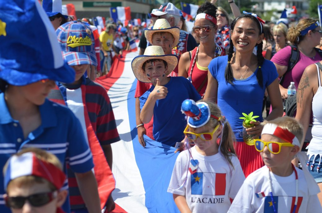 Des milliers d'Acadiens et d'Acadiennes ont participé au tintamarre de Bouctouche, mercredi après-midi. - Acadie Nouvelle: Jean-Marc Doiron