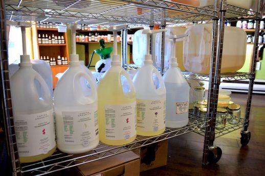 La formule de la vente en vrac permet de limiter le recours aux emballages. - Acadie Nouvelle: Simon Delattre