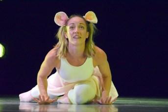 Chantal Baudouin dans une scène du spectacle Respire par le nez de DansEncorps. Acadie Nouvelle: Sylvie Mousseau