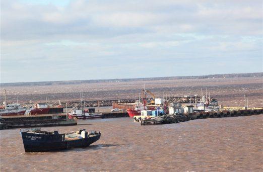 Le Lady Shippagan est parti à la dérive avant de s'échouer sur une berge dans la baie de Caraquet. - Acadie Nouvelle: David Caron