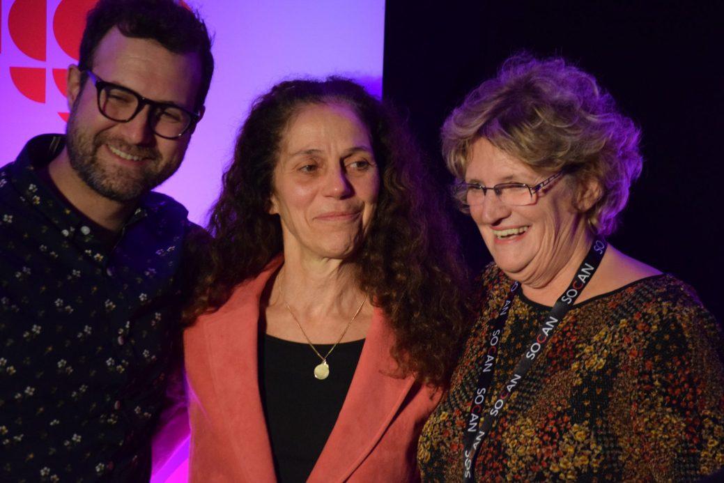 Chantal Cadieux et les Productions DansEncorps ont reçu le prix RADARTS-ROSEQ. On l'aperçoit sur la photo en compagnie des deux représentants du ROSEQ. - Acadie Nouvelle: Sylvie Mousseau