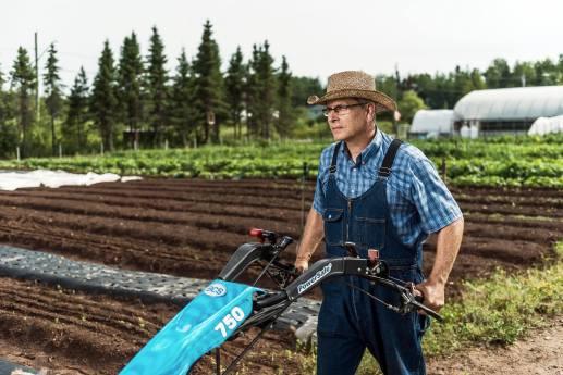 Mark Day cumule son occupation de fermier avec sa profession de pompier professionnel. - Gracieuseté