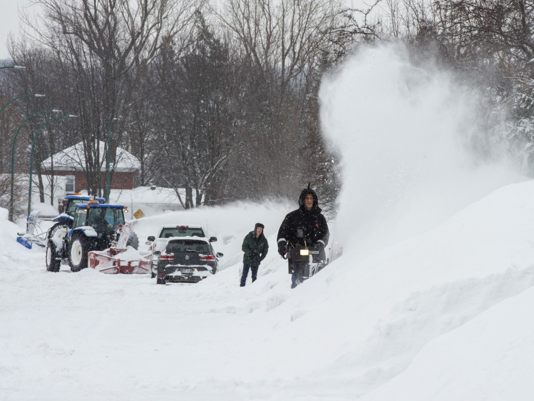 Il faudra s'armer de patience pour tout enlever cette neige. - PC/Ryan Remiorz