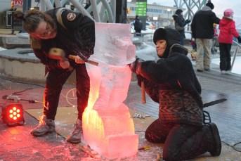 Des artistes ont réalisé des sculptures sur glace pendant le Festival Flash 2.0. Acadie Nouvelle: Sylvie Mousseau