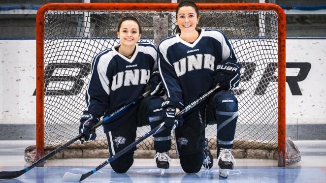 Marie-Jo Pelletier et sa coéquipière Jenna Rheault, des piliers à la ligne bleue des Wildcats de l'Université du New Hampshire. - Gracieuseté: Elise Austin-Washburn