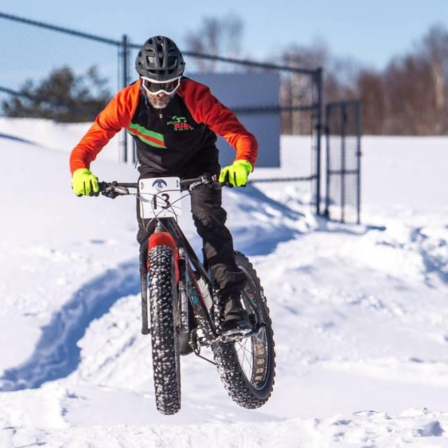Passionné du vélo de montagne, Trevor Bourque peut maintenant pratiquer une forme de son sport préféré 12 mois par an grâce au fatbike. - Gracieuseté: Don Ricker, Skylight Photo