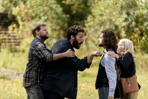 Les acteurs David Boutin, Raphaël Butler, Xavier Gould et Claire Normand dans une scène de la série À la Valdrague. - Gracieuseté