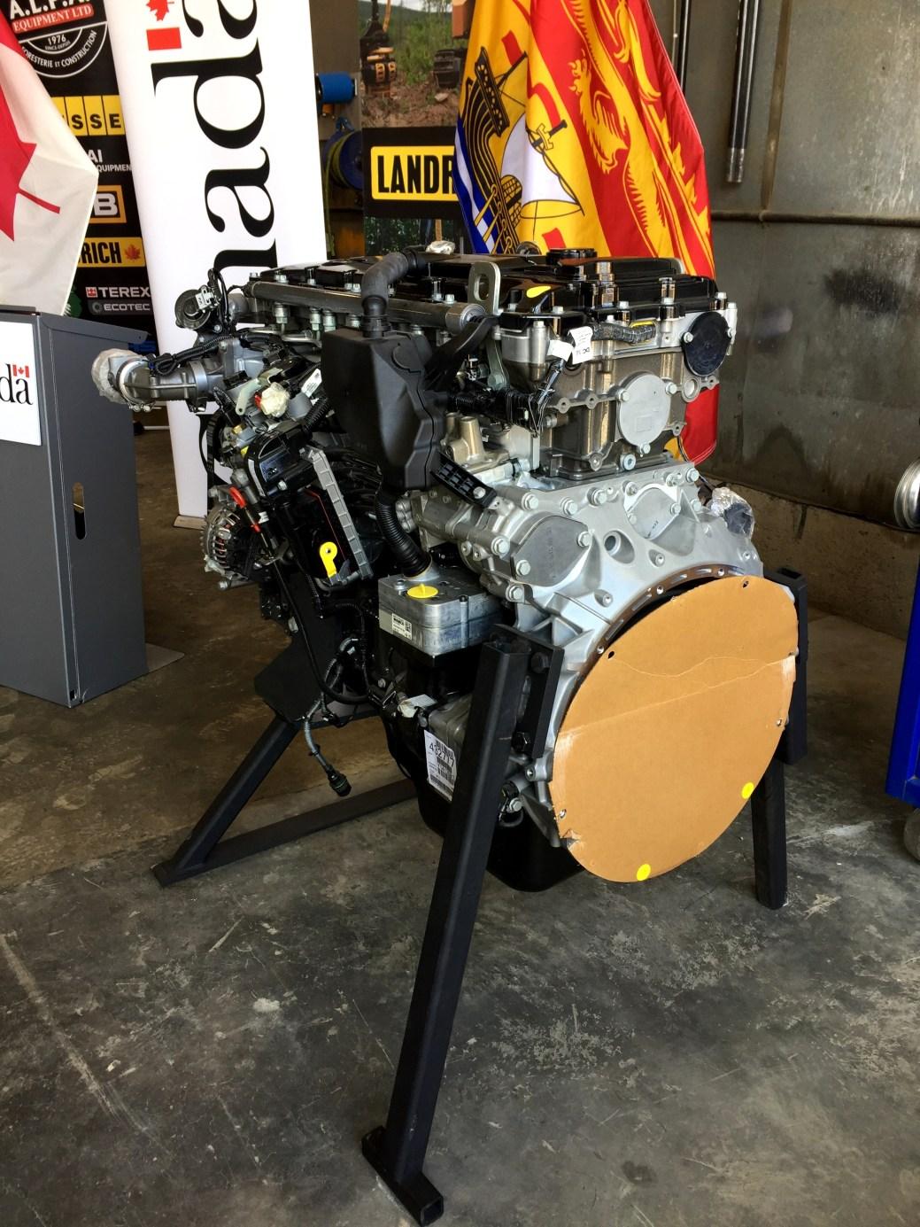 Le nouveau moteur Mercedes plus performant qui sera utilisé dans la Landrich 2.0. - Acadie Nouvelle: Jean-François Boisvert