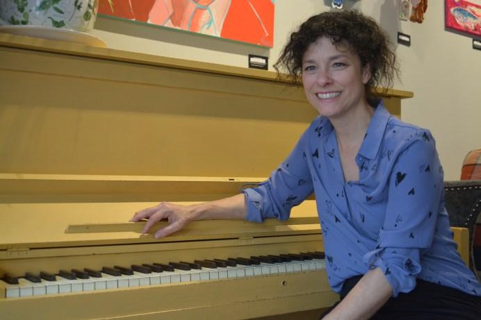 Isabelle Cyr présente son nouvel album Brûle sur mes lèvres. - Acadie Nouvelle: Sylvie Mousseau