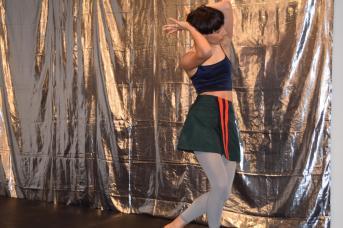 Sabrina Dupuis a offert une courte prestation lors du dévoilement de la programmation du Festival de danse en atlantique. - Acadie Nouvelle: Sylvie Mousseau