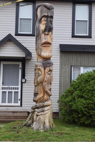 Un arbre sculpté par Cecil D Long à Moncton. - Acadie Nouvelle: Sylvie Mousseau