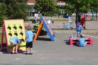 Divers jeux de société sont mis à disposition du matin au soir pendant tout l'été. - Acadie Nouvelle: Édouard Merlo
