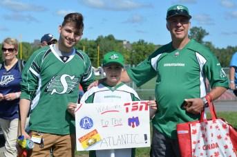 Graham, Hayden et Chris Cooling, de Saint-Jean, rêvent de voir s'installer une équipe de football professionnelle dans les Provinces maritimes. - Acadie Nouvelle: Jean-Marc Doiron