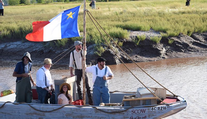 La semaine dernière, l'équipe du Verger Belliveau a navigué à bord d'une gabare depuis Memramcook jusqu'à Moncton pour y livrer du cidre. - Archives