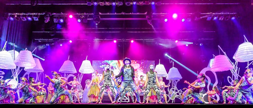 Le spectacle Jaha de Matt LeBlanc invite le public à une explosion de couleurs. - Gracieuseté