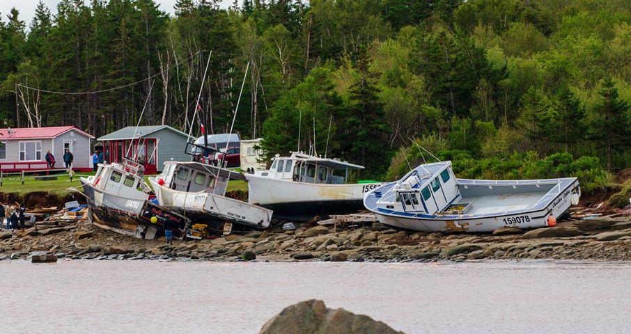Des bateaux endommagés au quai de Petit-Cap, près de Cap-Pelé. - Gracieuseté Harvey Vautour