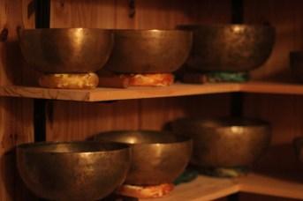 Des bols tibétains, qui émettent un son métallique et profond une fois percuté. - Acadie Nouvelle: Cédric Thévenin