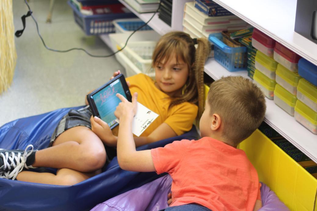 Le recours aux iPad n'empêche pas forcément la collaboration et les travaux de groupe. - Acadie Nouvelle: Simon Delattre