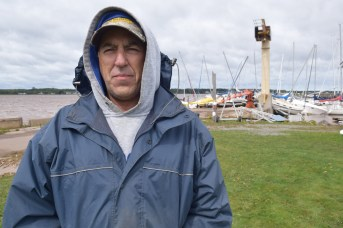Claude LeBlanc a constaté l'ampleur des dégâts dimanche matin. - Acadie Nouvelle: Alexandre Boudreau