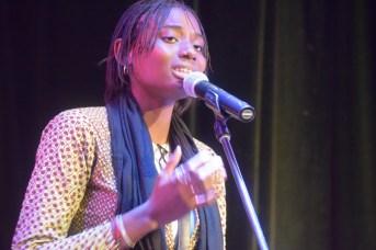 L'artiste-slameuse du Mali, Mariam Koita, lors de sa performance à l'ouverture du Festival international de slam/poésie en Acadie. Acadie Nouvelle: Sylvie Mousseau