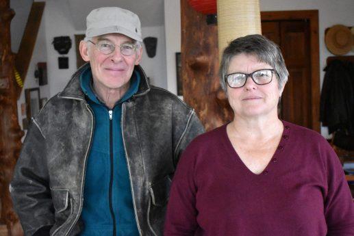 Marc Spence et Ghita Levin, propriétaires d'une maison solaire à Baie-Verte. - Acadie Nouvelle: Alexandre Boudreau
