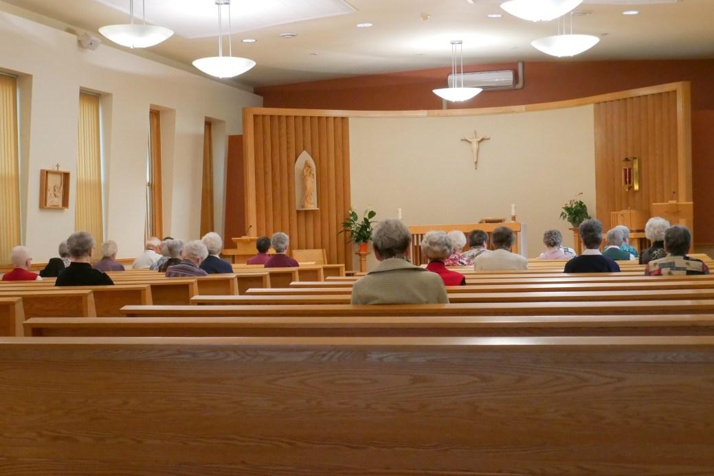 Chaque jour, la messe matinale est précédée d'une prière silencieuse. - Acadie Nouvelle: Simon Delattre