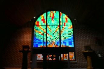 L'une des deux chapelles du couvent comprend un superbe vitrail. - Acadie Nouvelle: Simon Delattre