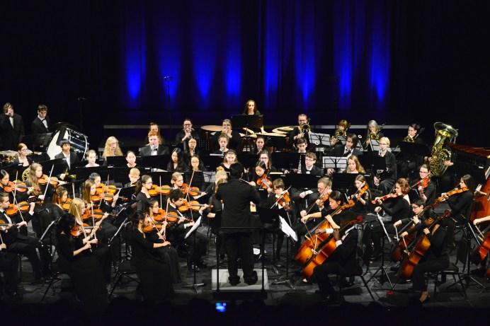 Antonio Delgado dirige l'Orchestre des jeunes du Nouveau-Brunswick. - Gracieuseté: David Champagne