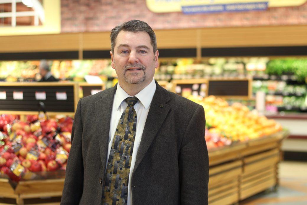 Raymond Melanson, directeur général de la Coopérative de Dieppe, constate le succès grandissant des produits végétaliens. - Acadie Nouvelle: Simon Delattre