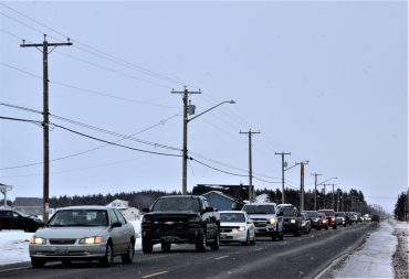Un long cortège de plus d'une centaine de voitures ont fait du bruit dans les rues d'Anse-Bleue afin de permettre aux citoyens d'exprimer leur mécontentement. - Acadie Nouvelle: David Caron