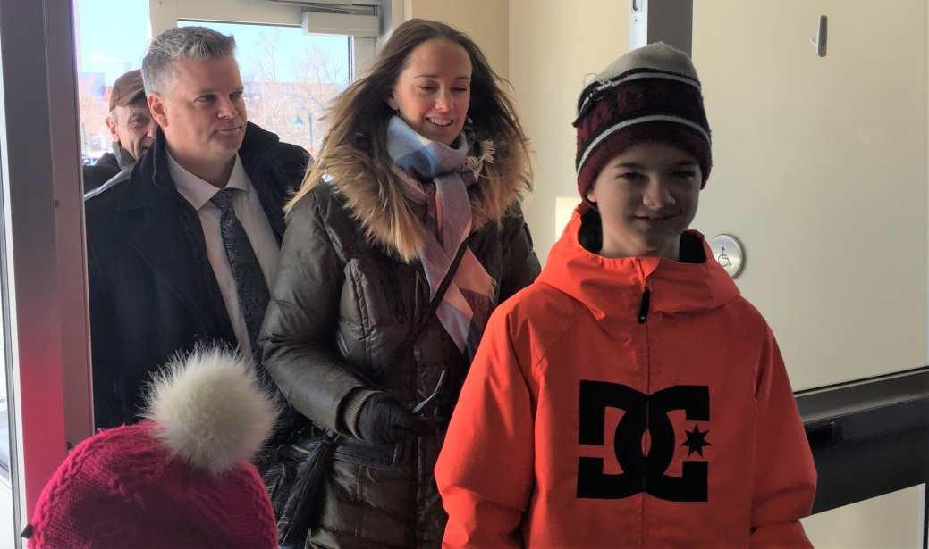 Le ministre Gauvin est arrivé avec sa famille vendredi matin. - Acadie Nouvelle: Réal Fradette