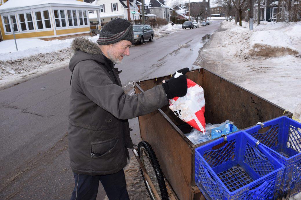 Victor Paulin a trouvé un moyen de multiplier les dons malgré ses modestes revenus. - Acadie Nouvelle: Simon Delattre