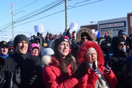 À gauche, Keith Chiasson, député libéral de Tracadie-Sheila et au centre, sa collègue, Isabelle Thériault, députée de Caraquet. - Acadie Nouvelle: David Caron