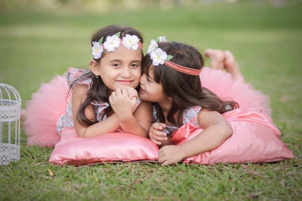sisters-4374324_1920