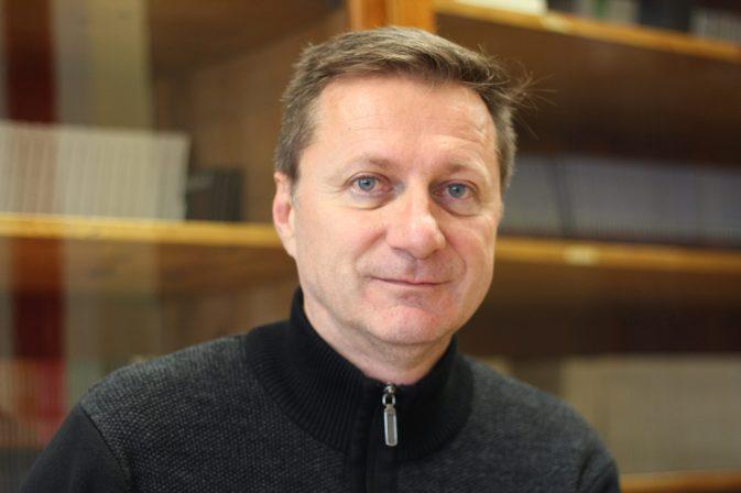 Le directeur général et littéraire des Éditions Perce-Neige, Serge Patrice Thibodeau, dans les bureaux de Perce-Neige à Moncton. Archives