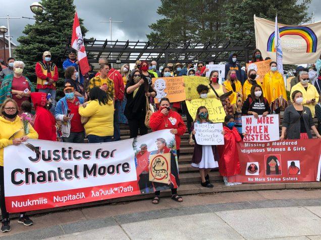La marche de guérison à la mémoire de Chantel Moore a été suivie d'une cérémonie tenue à Place de l'hôtel-de-ville à Edmundston. -Acadie Nouvelle: Sébastien Lachance