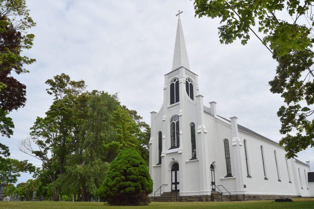 La Vieille Église de Saint-Henri-de-Barachois n'a plus de vocation religieuse depuis le milieu des années 1970. - Acadie Nouvelle: Simon Delattre