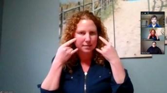 Pour Leanne Gallant, le port du masque généralisé est un obstacle de plus à la communication. - Capture d'écran