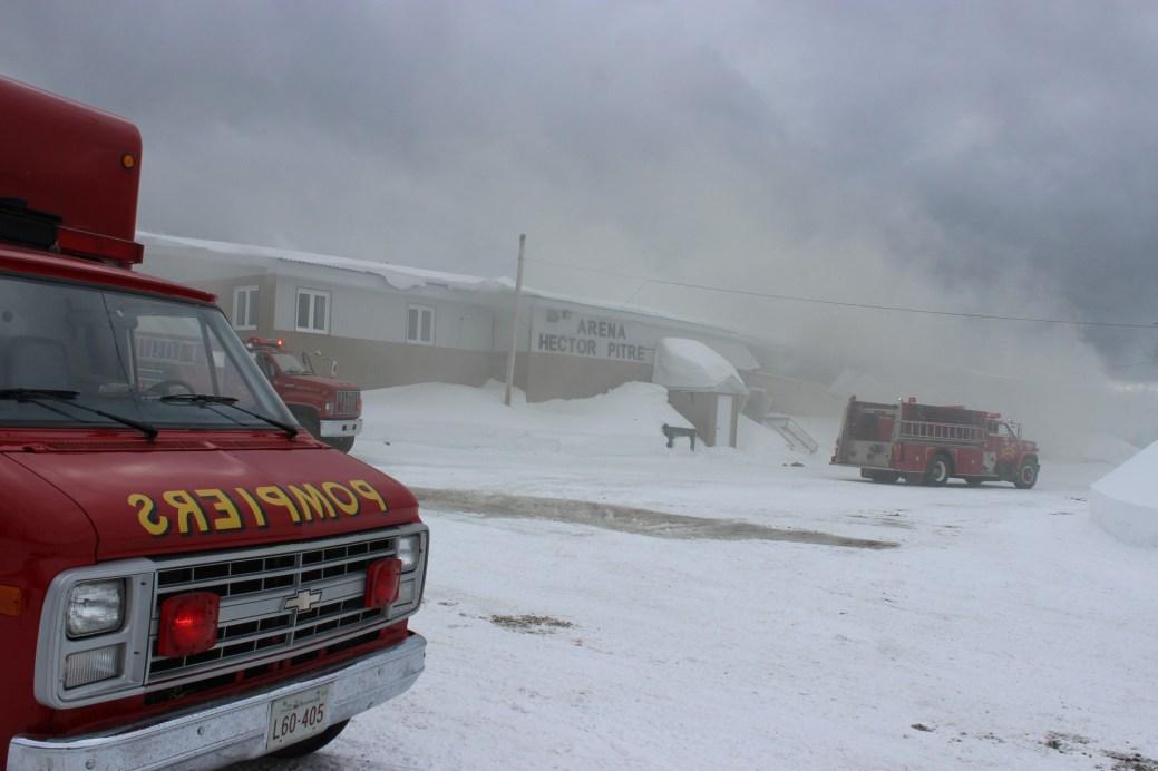 les municipalités paient pour assurer des bâtiments, comme L'aréna de saint-arthur, détruit dans un incendie, en mars 2014. - Archives