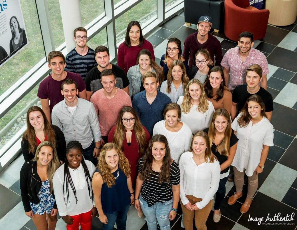 Les 27 étudiants de la cohorte 2017-2021 du Centre de formation médicale du N.-B. - Gracieuseté: Authentik Rachelle Richard-Léger.