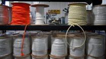 Les premiers échantillons de cordes conçues au Restigouche ont été produits il y a quelques jours à peine. - Acadie Nouvelle Jean-François Boisvert