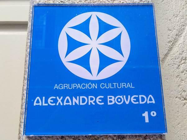 Placa na sede da Agrupación Cultural Alexandre Bóveda