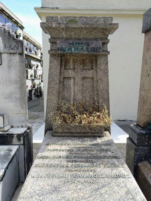 Tumba de Wenceslao Fernández Flórez