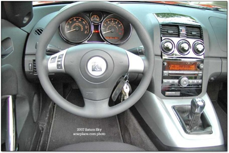 car reviews - saturn sky interior