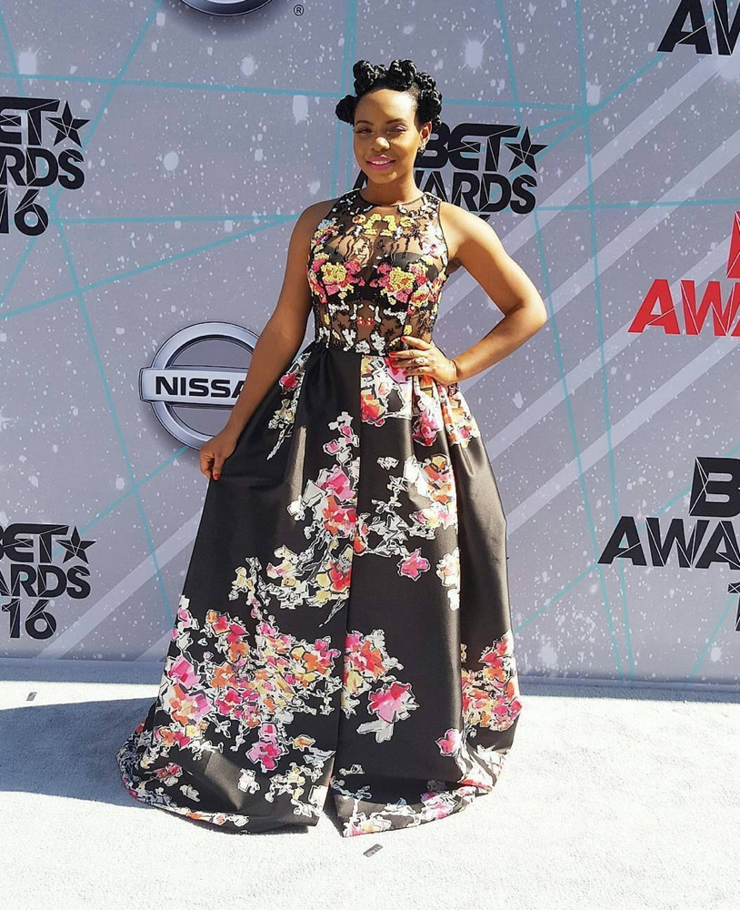 yemi-alade-in-zuhair-murad-at-the-2016-bet-awards