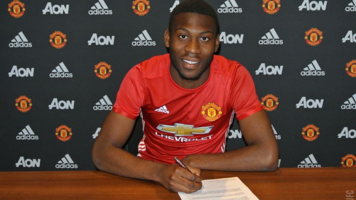 Fosu Mensah signs new deal