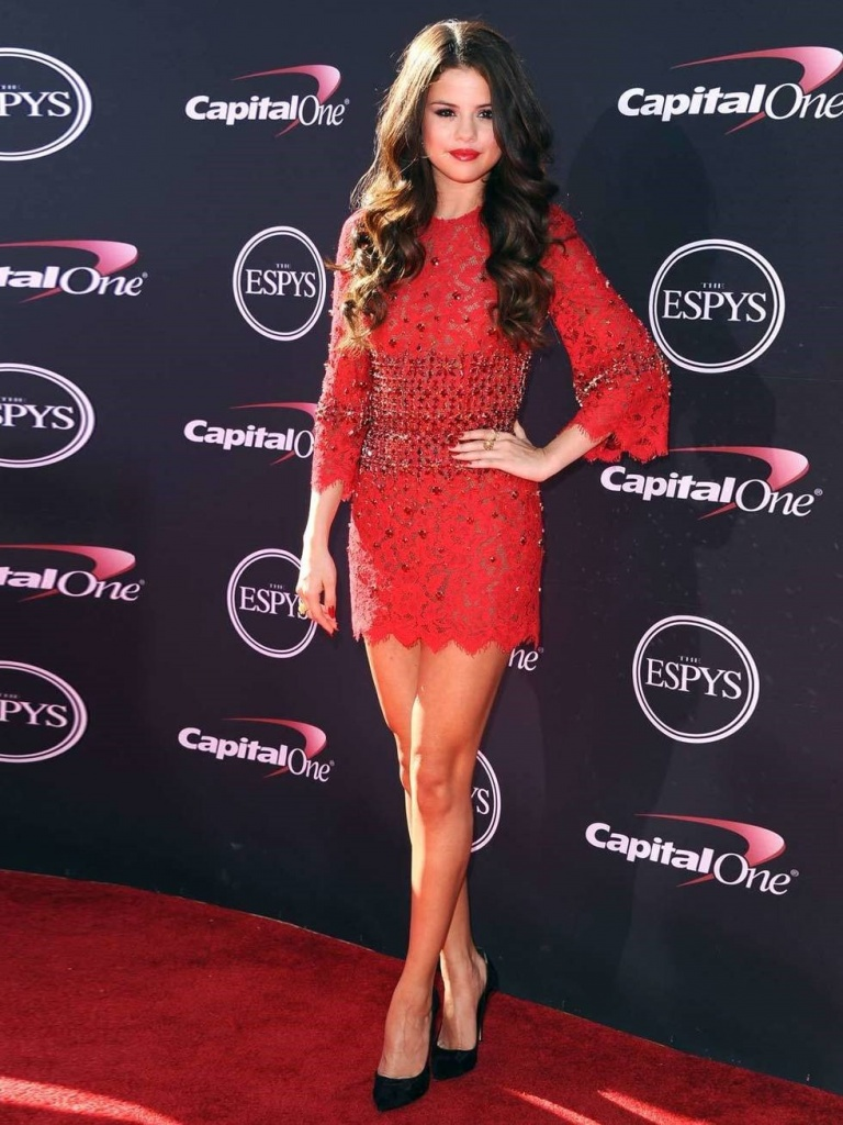 Selena Gomez is wearing a bright red Dolce & Gabbana dress for the ESPY Awards, July 2013